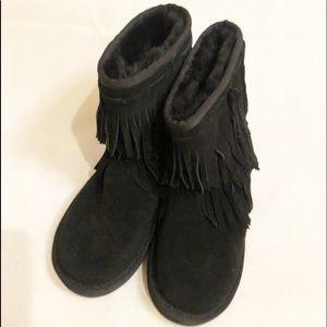 Kookaburra by ugg black fringe boots NWT size 7,8